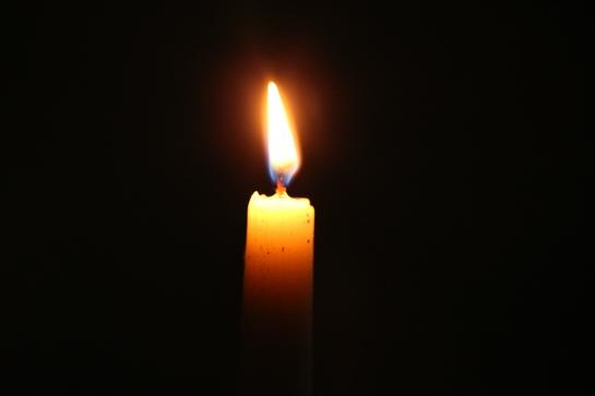 BN3Q09604_candle_light.jpg